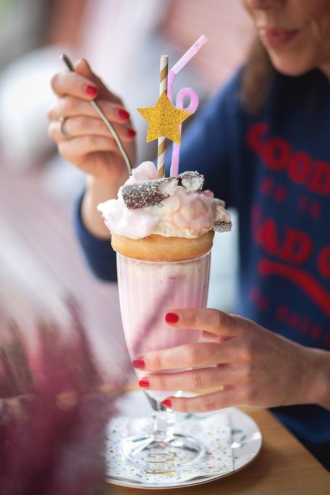 Bekijk dan even deze freakshake van Coffeelicious!? Bij Coffeelicious kan je ook terecht voor een heerlijke high tea!