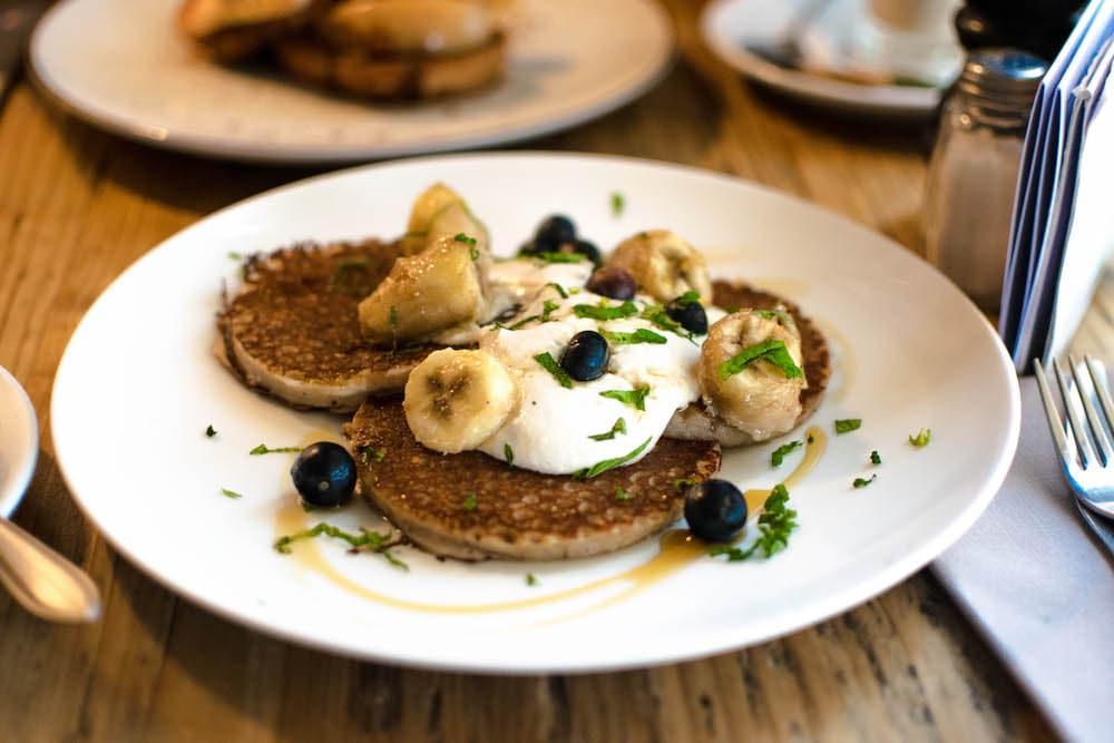 Lekker ontbijten bij Bertmans in Rotterdam Noord! Geniet van heerlijke vegan pancakes!