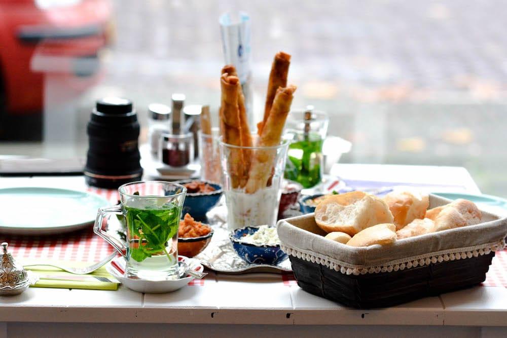 12 new hotspots in rotterdam, 12 nieuwe hotspots in Rotterdam, nieuwe restaurants in Rotterdam, Restaurants Goudsesingel, Turks restaurant Rotterdam, Turkish Restaurant Rotterdam, Mazi Rotterdam, Mazi Ontbijt en Lunch