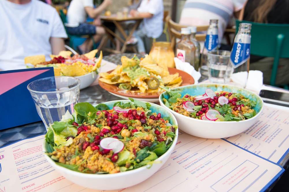 10 Restaurants in Rotterdam waar je lekker en betaalbaar eet, 10 Leuke en betaalbare restaurants in Rotterdam