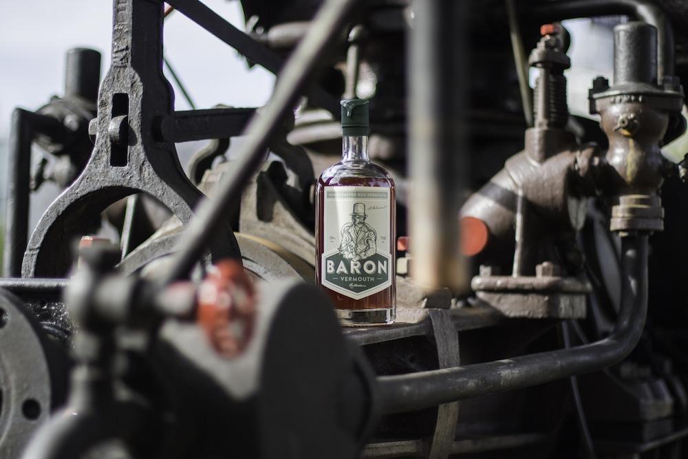 Kerst cadeau idee voor de echte Rotterdammer: de nieuwe vermouth van Rotterdam Baron