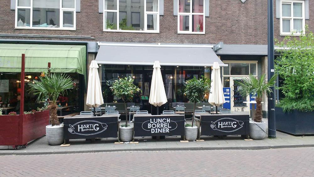 Kom lekker wat eten bij Hartig Gastrobar in Rotterdam! Vooral als je op zoek bent naar een lekker terras in Rotterdam!
