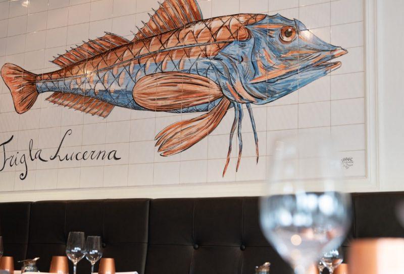 Restaurant Zeezout in Rotterdam is de ideale hotspot voor visliefhebbers. Het ligt op een prachtige locatie aan de Westerkade, heeft een schitterend interieur en natuurlijk serveren ze overheerlijke vis, schaal- en schelpdieren.